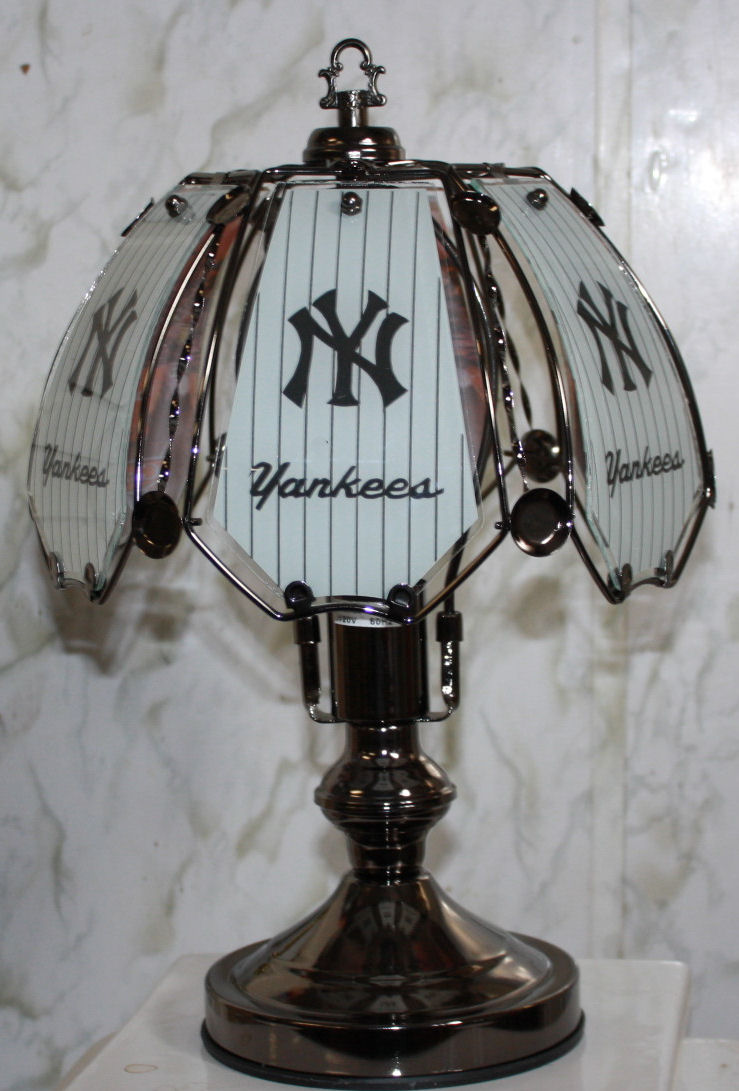 Preferred New York Yankees Small SP Touch lamp QK42
